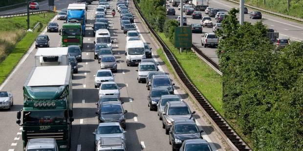 Accident impliquant 4 véhicules sur le ring de Bruxelles - La DH