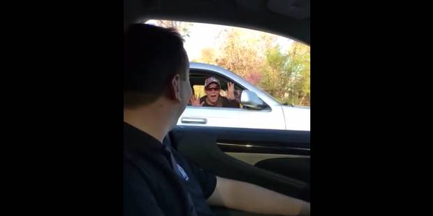 Quand une fan rencontre son pilote de course préféré - La DH