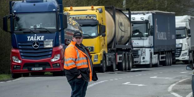 La police enverra des procès-verbaux aux routiers ayant participé aux barrages (PHOTOS) - La DH