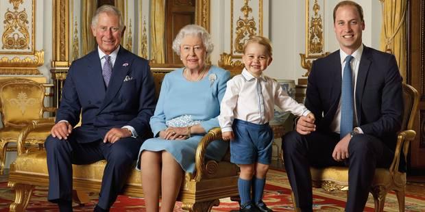 Des photos rares de la reine Elizabeth II en famille pour ses 90 ans - La DH