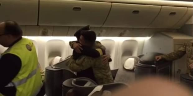 Un pilote surprend son fils revenu du combat... en pilotant son avion (VIDEO) - La DH