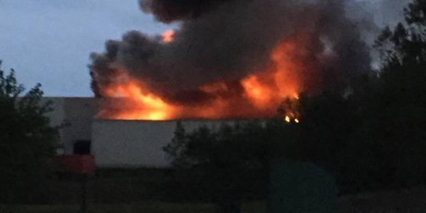 Seneffe: une usine victime des flammes (PHOTOS) - La DH