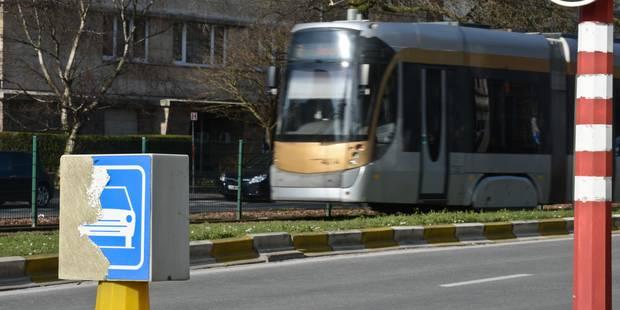 Accident entre un tram et un camion à Bruxelles: 4 blessés légers - La DH