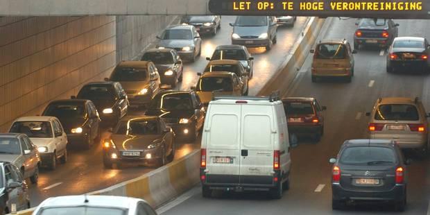 Bruxelles: Un accident dans le tunnel Porte de Namur provoque des files sur la petite ceinture - La DH