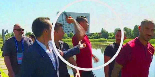 Enervé, Cristiano Ronaldo jette le micro d'un journaliste à l'eau (VIDEO) - La DH