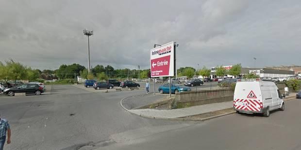 Elle refuse de lui donner 2 euros, il l'agresse sur le parking du supermarché - La DH