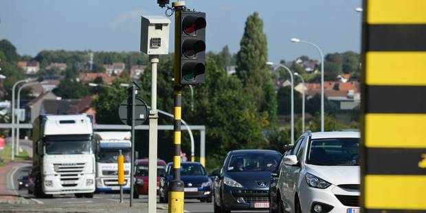 Sécurité routière: 240 feux rouges brûlés chaque jour sur nos routes - La DH