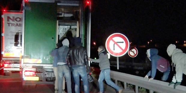 Les migrants agressent deux camionneurs par semaine (VIDEO) - La DH