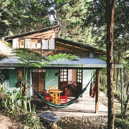 15 cabanes pour prendre le frais dans les bois ou sur la for La plus grande cabane du monde