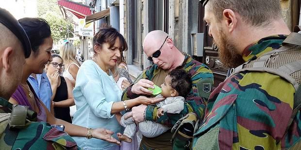 Un bébé seul dans une voiture sauvé par l'armée et la police - La DH