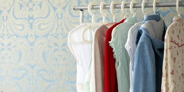 Voici pourquoi on choisit toujours les mêmes tenues dans notre garde-robe - La DH