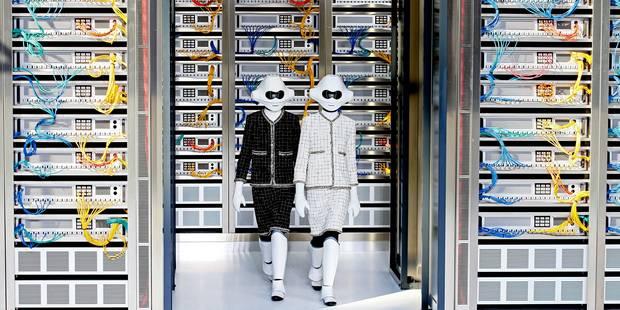 Du beau monde et des robots en tailleur au défilé Chanel - La DH