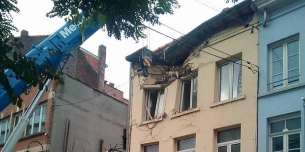 Accident spectaculaire rue Haute à Bruxelles (PHOTO ET VIDEO) - La DH