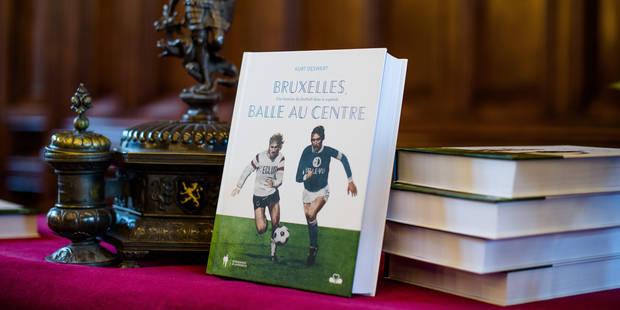 """""""Bruxelles, balle au centre """" : La Bible du football bruxellois - La DH"""