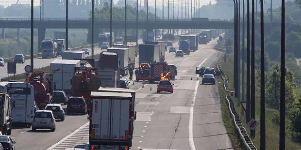 E42: Un accident entre une voiture et un camion provoque des files à Nimy - La DH
