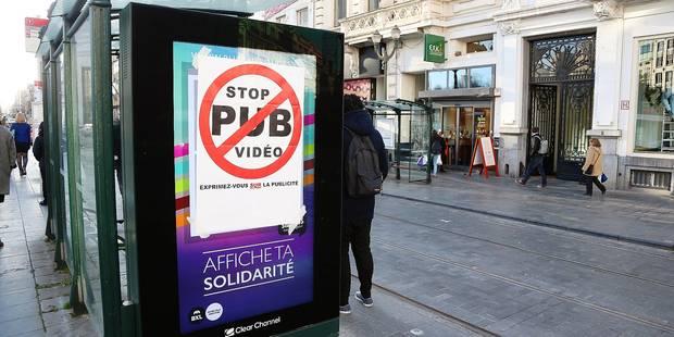 Polémique à Bruxelles: Des caméras dans les panneaux publicitaires - La DH
