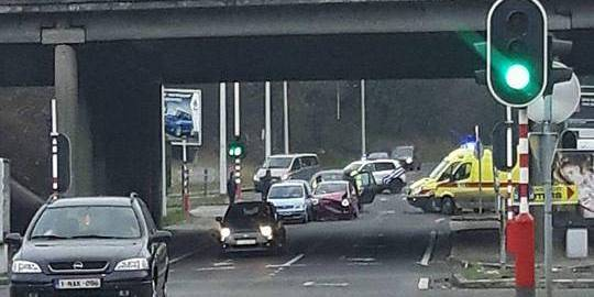 Accident à Lodelinsart : plusieurs voitures impliquées - La DH