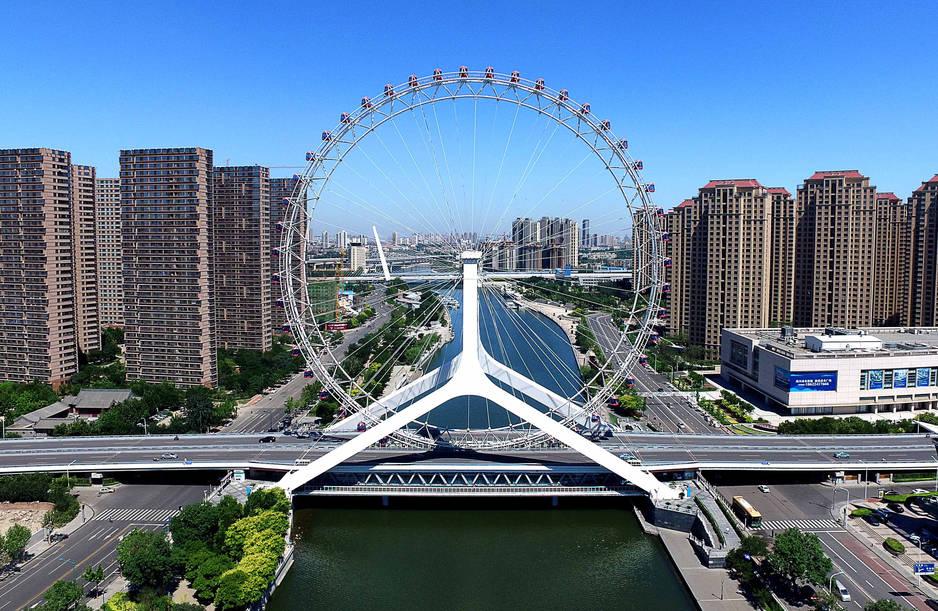 Une formidable grande roue, appelée la Tianjin Eye surplombe la rivière Hai He. Elle fait partie des endroits emblématiques de la ville, 4e mégalopole du pays.