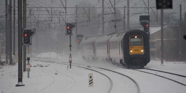 Intempéries: 550 personnes bloquées dans deux trains, les voyageurs ont pu rejoindre Arlon avant minuit - La DH