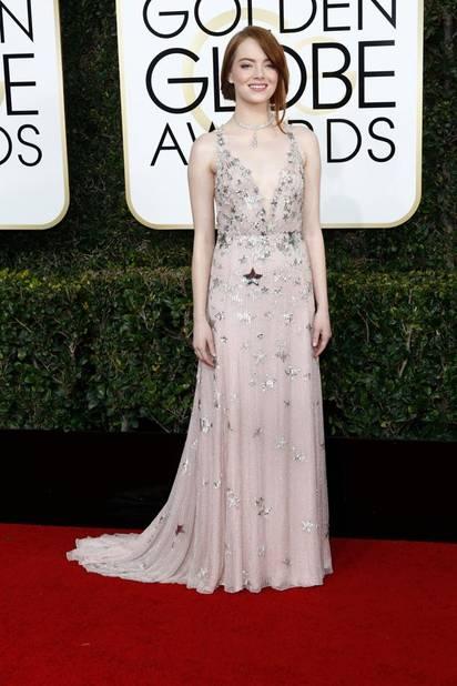 Les tops : Emma Stone, en Valentino