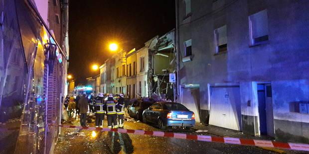 Une maison soufflée par une explosion de gaz à Leuze-en-Hainaut (VIDEOS) - La DH