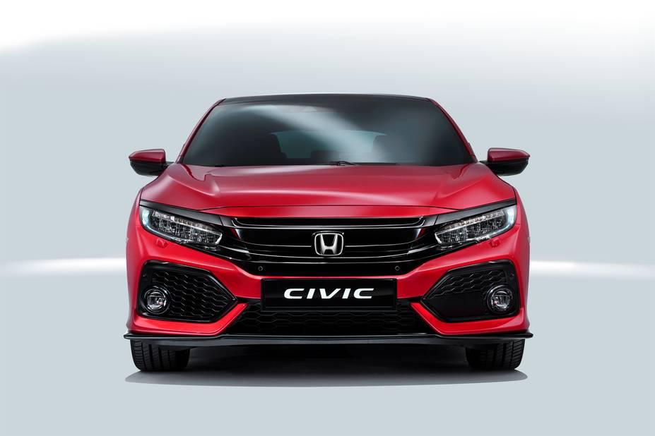 Honda  C'est un stand sportif que l'on retrouvera chez Honda. La 10e génération de Civic arbore un look plutôt agressif, avec des moteurs essence (le diesel arrivera plus tard) qui vont de 129 à 182 ch. Et les amateurs de véhicules de caractère ne manqueront pas la nouvelle NSX sur le stand japonais ! D'autant que 110 exemplaires seulement ont été réservés à l'Europe. Si vous êtes amateurs, il vous faudra débourser 180.000€ en base. Ah oui, quand même...
