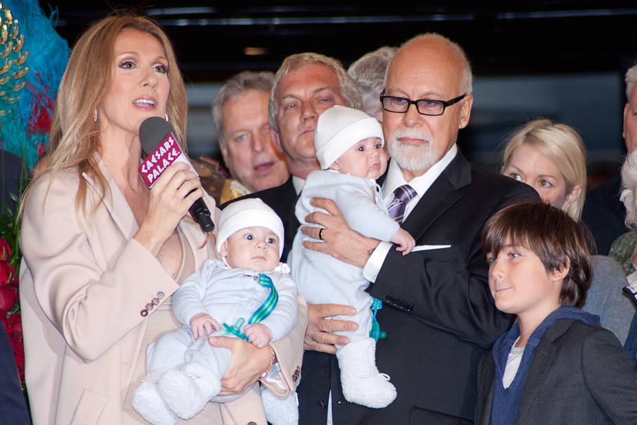 En 2010, naissent Nelson et Eddy, frères jumeaux de René-Charles. Ici, en 2011, la famille fête le retour de Céline Dion au Caesars Palace à Las Vegas.