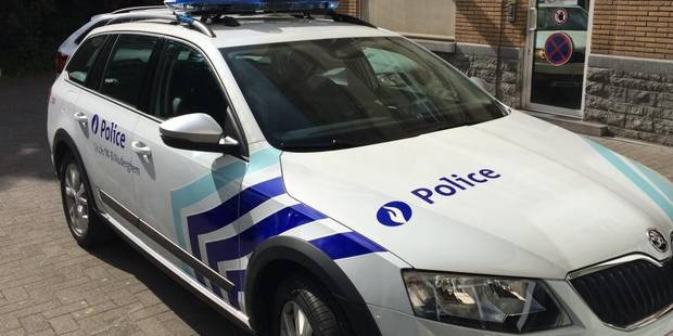 Auderghem: un Schaerbeekois bourré a sinistré un véhicule de police ! - La DH