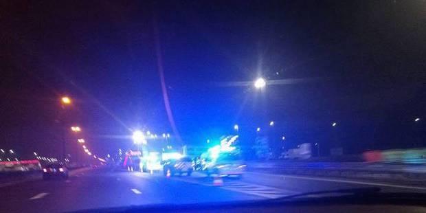 Accident spectaculaire à Saint-Ghislain: Une camionnette s'encastre dans un semi-remorque - La DH