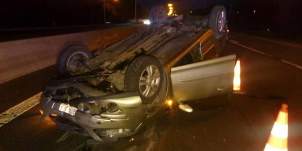 Bouffioulx: une voiture part en tonneaux sur le R3 - La DH
