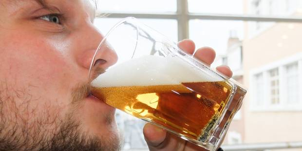 Faudrait-il aussi interdire la bière aux moins de 18 ans ? - La DH