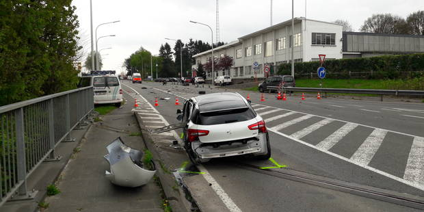 Un motard grièvement blessé à Wavre : la N4 est rouverte à la circulation (Photos et vidéos) - La DH