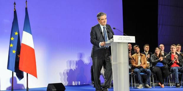 """Des jeunes engagés malgré eux au meeting de Fillon : """"On s'est retrouvés sur la scène mais... on n'est pas pour Fillon"""" ..."""