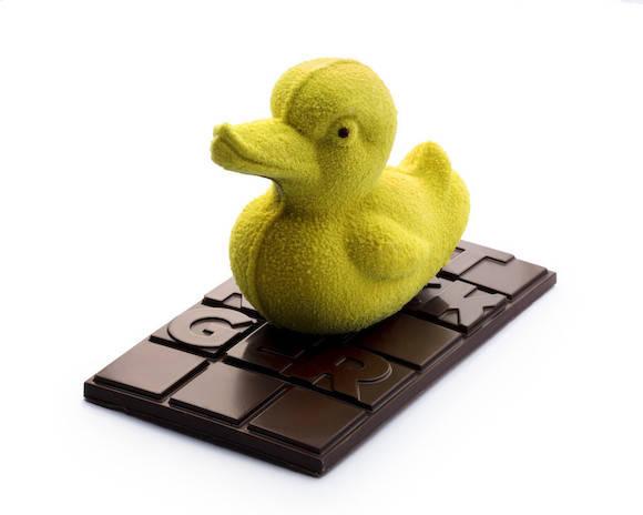 Patrick Roger, l'enfant terrible du chocolat a ressorti les vieux moules vintage pour sortir ces adorables canards, pas poule mouillée pour un sou.      Vendu en coffret, 45€