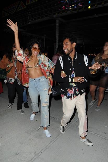 Miguel et Nazanin Mandi prêts à faire la fête.