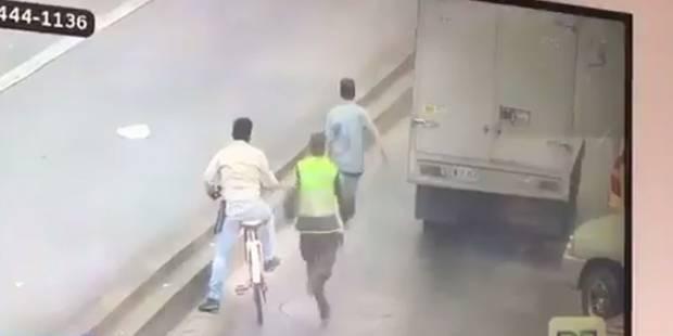 Le membre d'un gang tente d'échapper à la police quand soudain... (VIDEO) - La DH