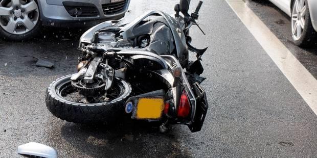 Un motard grièvement blessé dans un accident à Hotton - La DH