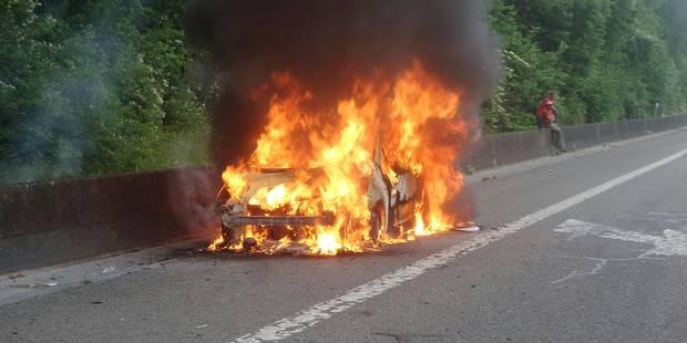 Trazegnies: voiture en feu sur le R3 - La DH