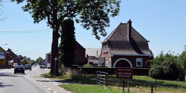 Ghislenghien - Hellebecq : Au tour des citoyens de placer des panneaux - La DH