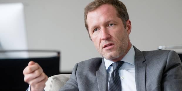 Paul Magnette cède sa place de président du conseil communal de Charleroi - La DH