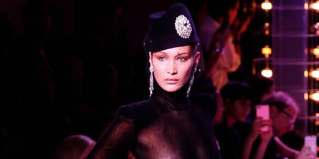 Bella Hadid fait sensation (seins dévoilés) au défilé Vauthier - La DH