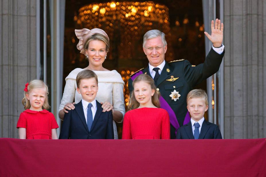 2013. La famille royale au balcon lors du grand jour.
