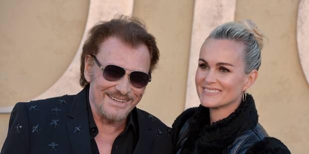 Johnny Hallyday pose en vacances avec Emma Smet - La DH