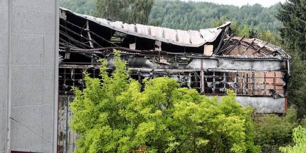 Soignies: gros incendie dans un bâtiment de menuiserie - La DH