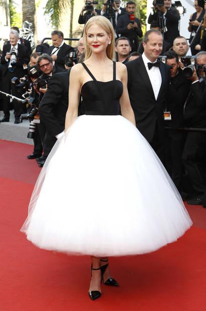 Montée des marches glam à Cannes