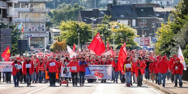 """Des manifestants """"très calmes"""" pour défendre les services publics à Namur (PHOTOS + VIDÉO) - La DH"""