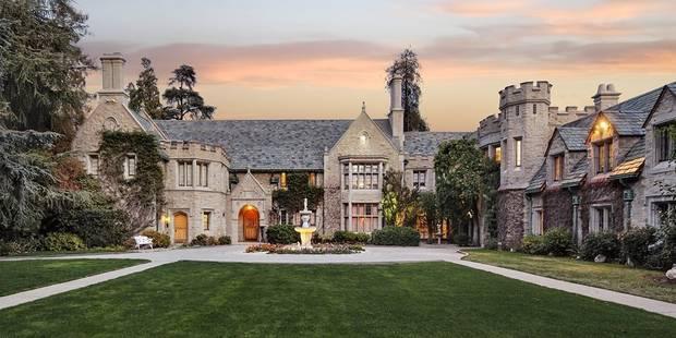 Dans le Playboy Mansion de Hugh Hefner - La DH