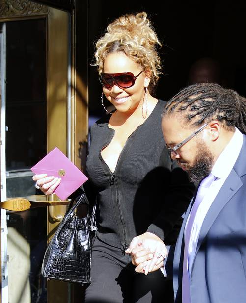 En août, Mariah Carey se repose à New York. Depuis, on peut remarquer qu'elle a perdu pas mal de poids.
