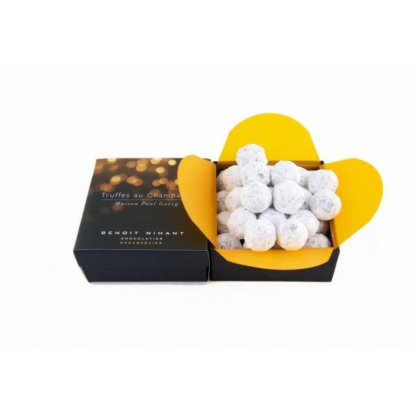 Le chocolatier belge Benoît Nihant propose des truffes au champagne rosé. Est-il nécessaire d'en dire plus ?  Les Truffes au Champagne. Benoît Nihant Chocolatier. 29 euros.