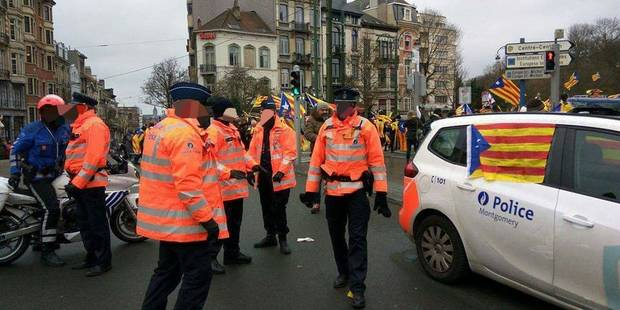 Un véhicule de police arborant un drapeau catalan suscite la polémique - La DH